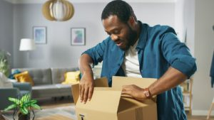 post-purchase-experience-unboxing-ecommerce-shopping-online-fulfilment-end-customer